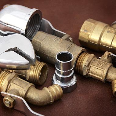 Montages, réparations et entretiens de systèmes de plomberie